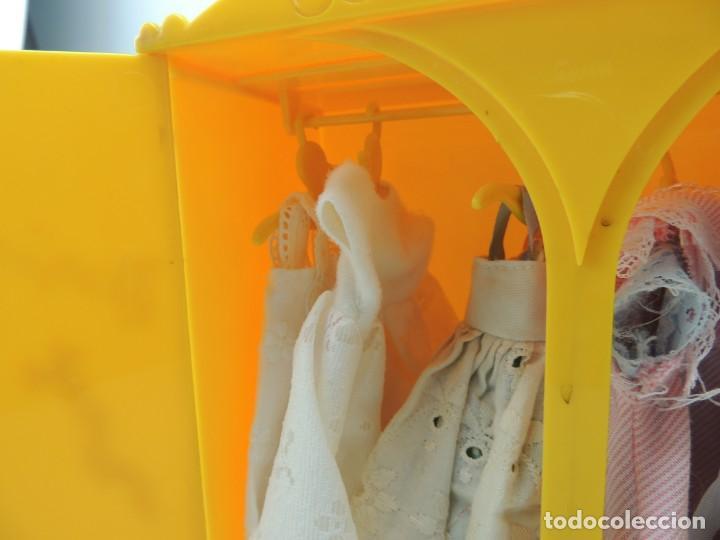 Kleider Spanische Puppen: lote muebles barriguitas de famosa - trona, cuna, tacata, armario , escritorio y caballito - Foto 57 - 151354082