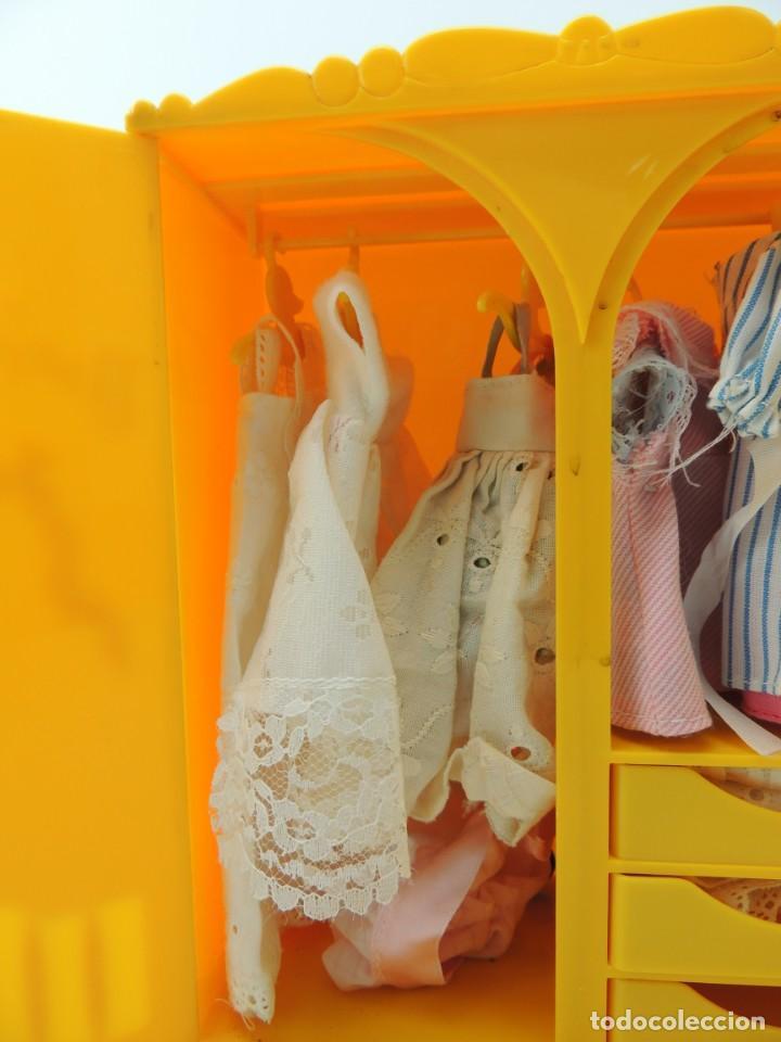 Kleider Spanische Puppen: lote muebles barriguitas de famosa - trona, cuna, tacata, armario , escritorio y caballito - Foto 58 - 151354082