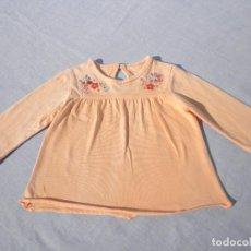Vestidos Muñecas Españolas: VESTIDO BORDADO SALMÓN PARA MUÑECA BEBÉ O REBORN. Lote 152292686