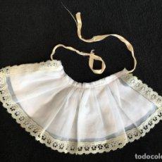 Vestidos Muñecas Españolas: DELANTAL DE MUÑECA AÑOS 70. Lote 155915462