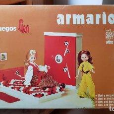 Vestidos Muñecas Españolas: ANTIGUO ARMARIO MUÑECA LISSI DE GUILLEM Y VICEDO AÑOS 70. Lote 161101526