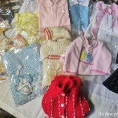 Vestidos Muñecas Españolas: LOTE DE ROPA PARA MUÑECAS. TAMAÑO NENUCO. ESPAÑA. AÑOS 70. Lote 163039450