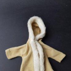 Vestidos Muñecas Españolas: ABRIGO CONJUNTO BOREAL MUÑECA SINDY FLORIDO. Lote 169820376
