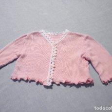 Vestiti Bambole Spagnole: CHAQUETA ROSA Y BLANCA PARA MUÑECA BEBÉ O REBORN. Lote 172004380