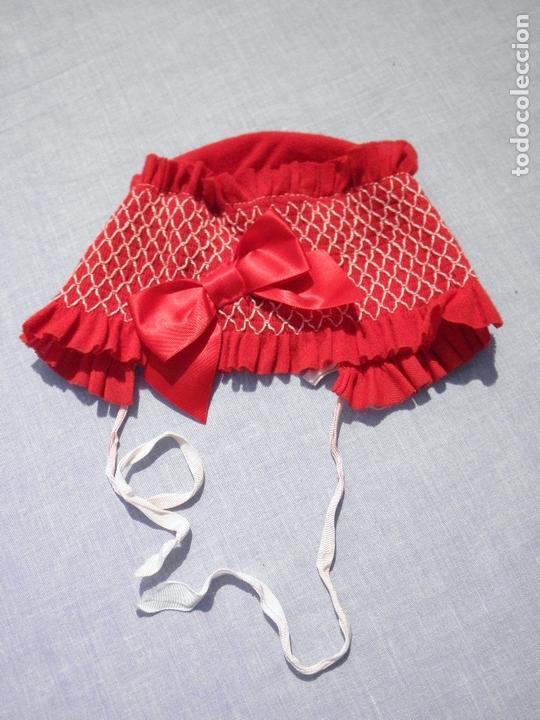 CAPOTA ANTIGUA ROJA PARA MUÑECAS (Juguetes - Vestidos y Accesorios Muñeca Española Moderna)