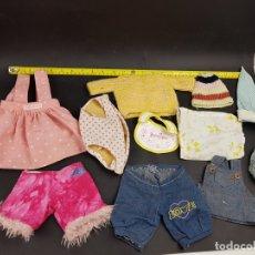 Vestidos Muñecas Españolas: LOTE ROPA MUÑECA MUÑECO TIPO BEBE NENUCO MOCOSETE BABY BORN, ETC. Lote 178738386