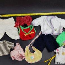 Vestidos Muñecas Españolas: LOTE DE ROPA PARA MUÑECA MUÑECO BB, NTIPO ENUCO, ETC. Lote 179113227