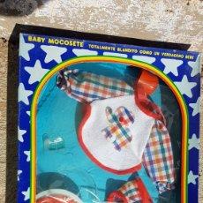 Vestidos Muñecas Españolas: BABY MOCOSETE EQUIPO BABERIN REF 9914. Lote 182673710