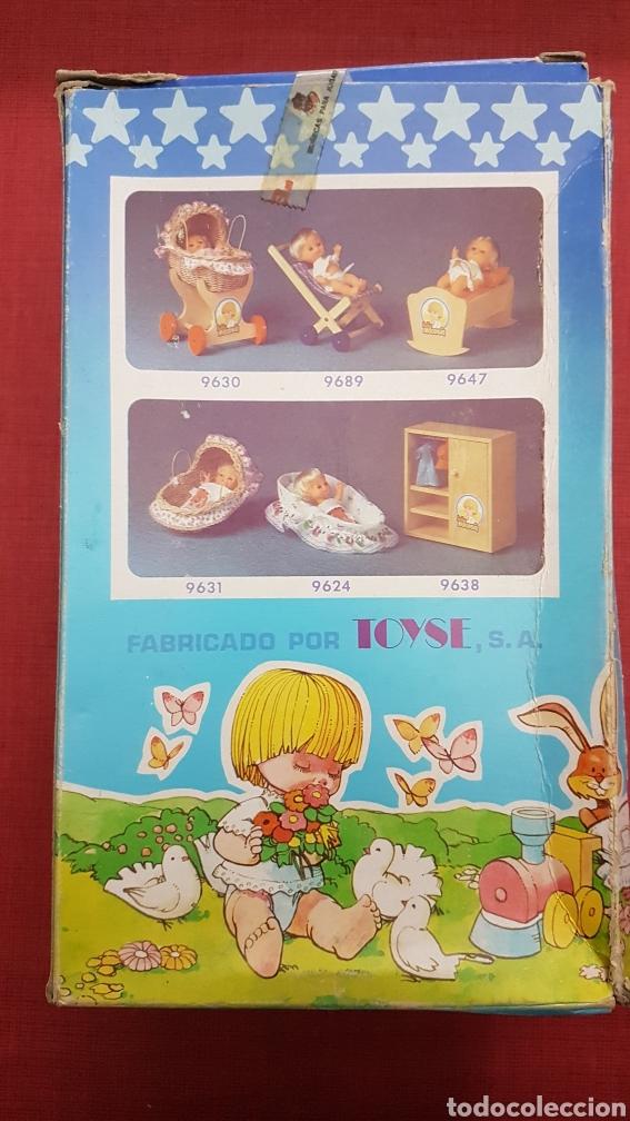 Vestidos Muñecas Españolas: Caja con cuna de baby mocosin ref 9647 Toyse - Foto 3 - 184097485