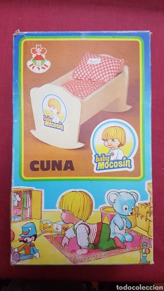 CAJA CON CUNA DE BABY MOCOSIN REF 9647 TOYSE (Juguetes - Vestidos y Accesorios Muñeca Española Moderna)