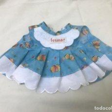 Vestidos Muñecas Españolas: ANTIGUO VESTIDO JESMAR VINTAGE MUÑECO VESTIDO AZUL PECES. Lote 189329670