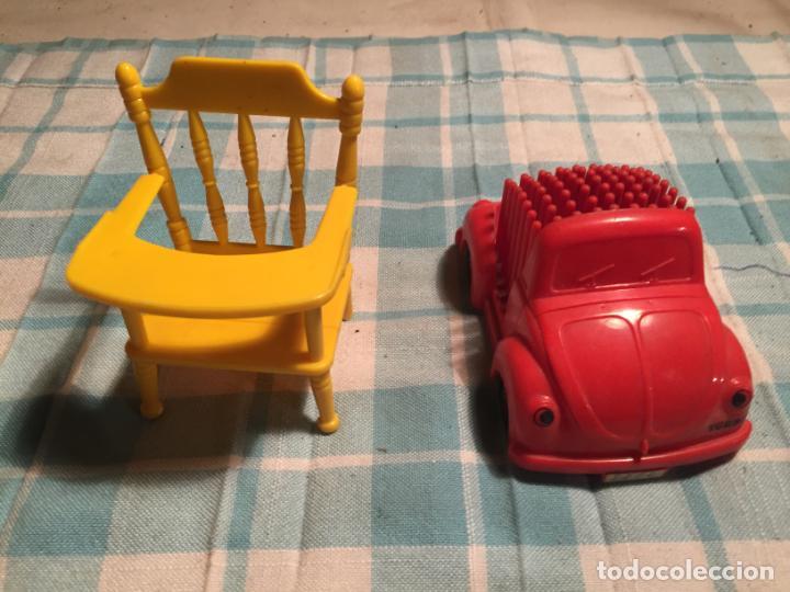 Vestidos Muñecas Españolas: Antiguo coche de juguete de plastico y trona de barriguitas años 70 - Foto 2 - 190300712