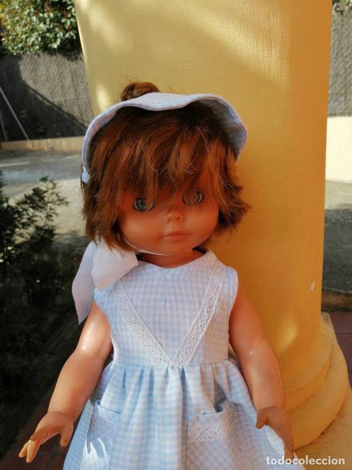 Vestidos Muñecas Españolas: Vestido viella azul vichy con tocado y braguita para muñeca de 50 a 54 cm 1 - Foto 2 - 194294548
