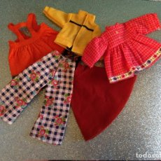 Vestidos Muñecas Españolas: LOTE DE ROPA ORIGINAL DE LESLY DE FAMOSA. Lote 194970755