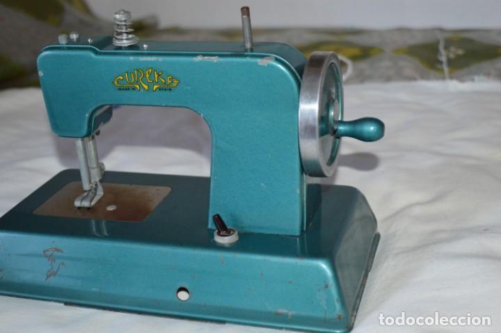 Vestidos Muñecas Españolas: Vintage, antigua - EUREKA - Máquina / maquinita de coser, totalmente metálica ¡Mira fotos/detalles! - Foto 2 - 207851390
