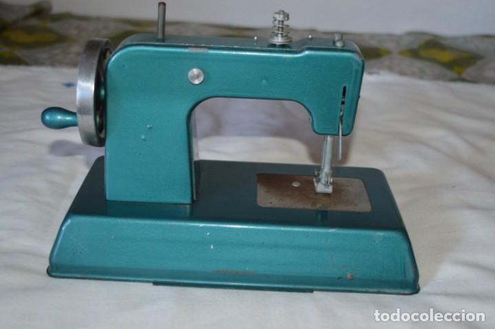 Vestidos Muñecas Españolas: Vintage, antigua - EUREKA - Máquina / maquinita de coser, totalmente metálica ¡Mira fotos/detalles! - Foto 4 - 207851390