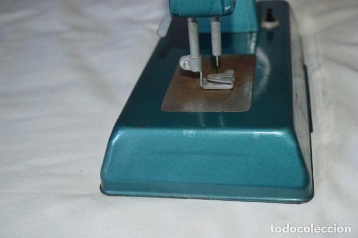 Vestidos Muñecas Españolas: Vintage, antigua - EUREKA - Máquina / maquinita de coser, totalmente metálica ¡Mira fotos/detalles! - Foto 12 - 207851390