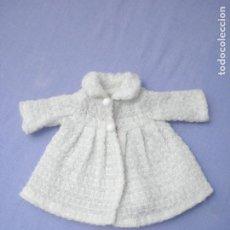 Vestidos Muñecas Españolas: ABRIGO BLANCO ANTIGUO PARA MUÑECAS. Lote 211728709