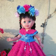 Vestidos Muñecas Españolas: CONJUNTO (VESTIDO+PELERINA +DIADEMA) PARA NANCY DE FAMOSA, KIKA, O MUÑECA SIMILAR. Lote 213218700