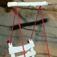 Vestidos Bonecas Espanholas: ANTIGUO COLUMPIO DE LA CASA DE LAURA DE LAS MONTAÑAS - TOYSE - AÑOS 80. Lote 215972478