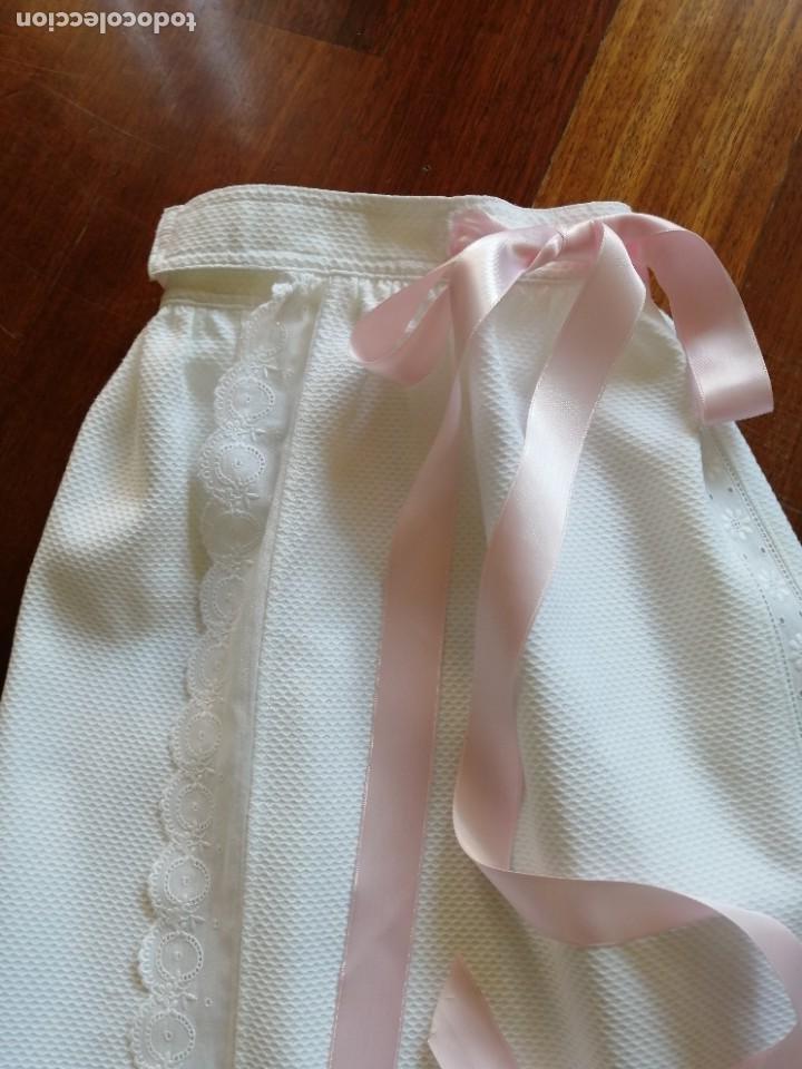 Vestidos Muñecas Españolas: Faldón para bebé o muñeca en piqué y bordado suizo años 80 - Foto 5 - 225966711