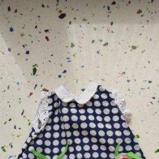 Vestidos Bonecas Espanholas: VESTIDO ORIGINAL DE MUÑECA DOLLY DE FAMOSA. ALGÚN DEFECTO. Lote 236344215