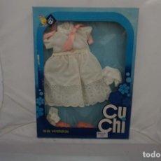 Vestidos Bonecas Espanholas: PRECIOSO VESTIDO - AÑOS 70 CUCHI Y SUS VESTIDOS - NUNCA SALIO DE LA CAJA. Lote 241496845