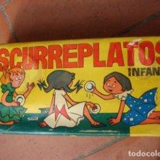 Vestiti Bambole Spagnole: ESCURRE PLATOS DE JUGUETE AÑOS 60. Lote 244613960