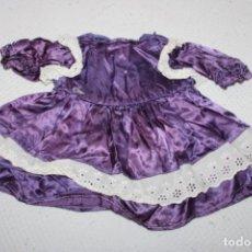 Vestidos Bonecas Espanholas: VESTIDO DE SETIN LILA PARA MUÑECA (MEDIDAS VER FOTOS). Lote 245116815