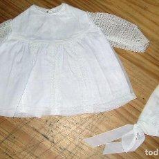 Vestidos Muñecas Españolas: ANTIGUO CONJUNTO DE VESTIDO Y GORRO PARA MUÑECO TIPO NENUCO O SIMILAR - AÑOS 60. Lote 263037385