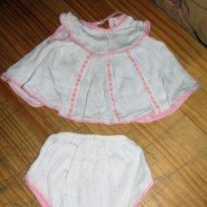 Vêtements Poupées Espagnoles: ANTIGUO CONJUNTO PARA MUÑECO, MUÑECA O BEBE - BRAGA Y CAMISA - AÑOS 70 - NUEVO - ROSA. Lote 269282943