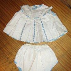 Vestidos Muñecas Españolas: ANTIGUO CONJUNTO PARA MUÑECO, MUÑECA O BEBE - BRAGA Y CAMISA - AÑOS 70 - NUEVO - AZUL. Lote 269402858