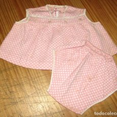 Vestidos Muñecas Españolas: ANTIGUO CONJUNTO PARA MUÑECO, MUÑECA O BEBE - BRAGA Y VESTIDO - AÑOS 70 - NUEVO - ALGODON. Lote 269412033