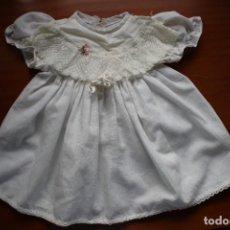 Vestidos Muñecas Españolas: VESTIDO ANTIGUO AÑOS 70 DE FAMOSA. ETIQUETA Nº. 400.. Lote 269965178
