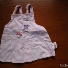 Vestidos Muñecas Españolas: FALDA CON PETO ORIGINAL DE BABY BORN. VÁLIDA PARA NENUCA.. Lote 269975118