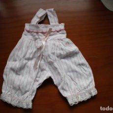 Vestidos Muñecas Españolas: PANTALÓN CON PETO ANTIGUO. VÁLIDO PARA NENUCA O MUÑECA DE TALLA SIMILAR.. Lote 269975308