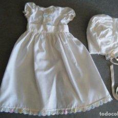 Vestiti Bambole Spagnole: VESTIDO DE BAUTIZO + CAPOTA DE NENUCO AÑOS 70. ETIQUETA FAMOSA Nº 1500. Lote 272465918