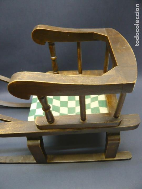 Vestidos Muñecas Españolas: Bella silla trineo de madera para muñeca altura Nancy aprox. - Foto 7 - 293583098