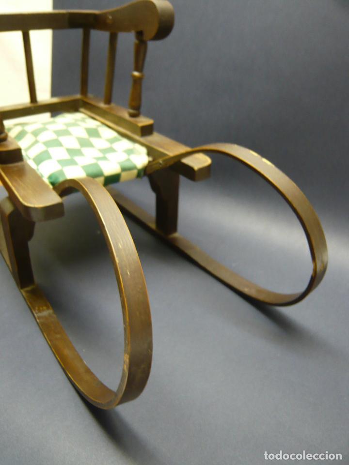 Vestidos Muñecas Españolas: Bella silla trineo de madera para muñeca altura Nancy aprox. - Foto 9 - 293583098