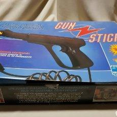 Videojuegos y Consolas: PISTOLA GUN STICK PARA AMSTRAD CPC 464 NUEVO. SIN USO . EN CAJA . JUEGO INCLUIDO + INSTRUCCIONES. Lote 101439954