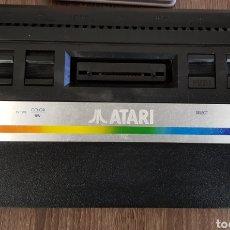 Videojuegos y Consolas: CONSOLA VINTAGE ATARI 2600 CON MANDOS. Lote 109080895