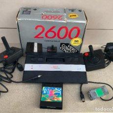 Videojuegos y Consolas: CONSOLA CLONICA DE ATARI 2600 EN CAJA CON CARTUCHO DE 160 JUEGOS. FUNCIONANDO. Lote 136065786