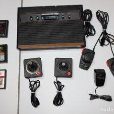 Videojuegos y Consolas: ATARI 2600 COMPLETA CON JUEGOS - PRIMER MODELO FRONTAL DE MADERA. Lote 174989680