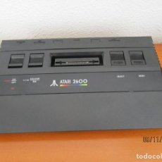 Videojuegos y Consolas: ATARI 2600ATARI 2600 - CONSOLA CX-2600 JR. NEGRO PROBADA Y ENCIENDE EL PILOTO PERO NO FUNCIONA. Lote 184786752
