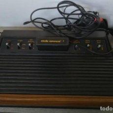 Jeux Vidéo et Consoles: ANTIGUA CONSOLA ATARI 2600 CON JUEGO MISSILE COMMAND - FRONTAL DE MADERA - EN MUY BUEN ESTADO EXTERI. Lote 218060831