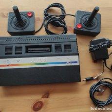 Jeux Vidéo et Consoles: CONSOLA ATARI 2600 , CON DOS MANDOS COMPLETA Y FUNCIONANDO. Lote 238858450