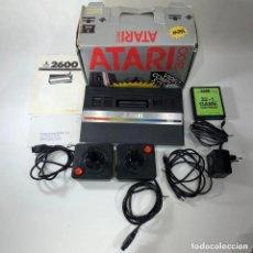 Jeux Vidéo et Consoles: VIDEOCONSOLA ATARI 2600 - COMPLETO EN SU CAJA - COMPROBADO Y FUNCIONANDO. Lote 265755579