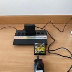 Videojuegos y Consolas: ATARI 2600 CON JUEGOS Y JOYSTICK. Lote 267389739