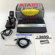 Videojuegos y Consolas: CONSOLA ATARI 2600 + CAJA + INSTRUCCIONES + MANDO + CABLE + GARANTÍA - FUNCIONA. Lote 287462293