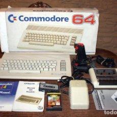 Videojuegos y Consolas: ORDENADOR COMMODORE 64, EN SU CAJA ORIGINAL + DATACASSETTE CINTA + MANDO + 2 JUEGOS + MANUALES. Lote 109500563